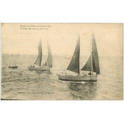 carte postale ancienne 44 SAINT-NAZAIRE. Barques de Pêche rentant au Port