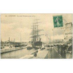 carte postale ancienne 44 SAINT-NAZAIRE. Le 4 mâts Persimmon quitte le Port 1908