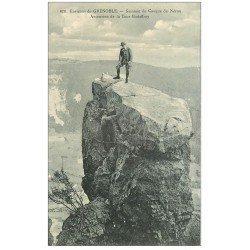 carte postale ancienne 38 CASQUE DE NERON. Ascension Tour Godeffroy. Alpinistes