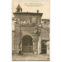 carte postale ancienne 38 VIENNE. Portique Romain