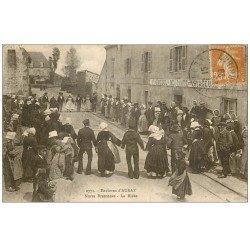 """carte postale ancienne 56 AURAY. Noce Bretonne dansant la Ridée 1929. Auberge """""""" Descente des Voyageurs """""""""""