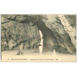 carte postale ancienne 56 BELLE-ILE-EN-MER. Grotte de Port Coton avec Chien. timbre manquant