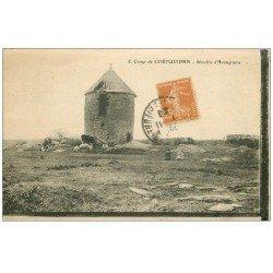 carte postale ancienne 56 CAMP DE COËTQUIDAN. Moulin d'Avaugours 1929 Enfants, Vaches et Moutons