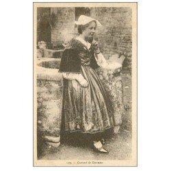 carte postale ancienne 56 CARNAC. Costume folklorique près d'un Puits 1933
