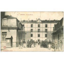 carte postale ancienne 56 LORIENT. Caserne Bisson 1905. Militaires et guérite