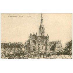 carte postale ancienne 56 SAINTE-ANNE-D'AURAY. Basilique et Marché