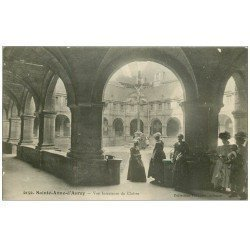 carte postale ancienne 56 SAINTE-ANNE-D'AURAY. Intérieur du Cloître animé