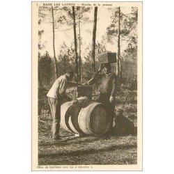 carte postale ancienne 40 LANDES. Récolte de la gemme et mise en barrique avec les couartes. Vieux métiers Forêt