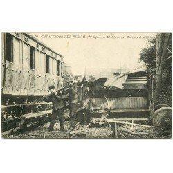 carte postale ancienne 27 BERNAY. Catastrophe de 1910. Travaux de déblaiement des rail et du Train
