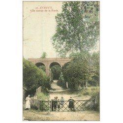 carte postale ancienne 27 EVREUX. Entrée de la Forêt. Pour Bagnolet vers 1907