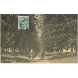 carte postale ancienne 27 LE NEUBOURG. Avenue du Champ de Bataille 1906