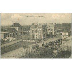 carte postale ancienne 27 LE NEUBOURG. Ecole de Filles 1918 et Marché au Bétail
