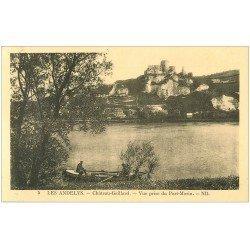 carte postale ancienne 27 LES ANDELYS. Château Gaillard vue du Port-Morin avec Pêcheur à la ligne