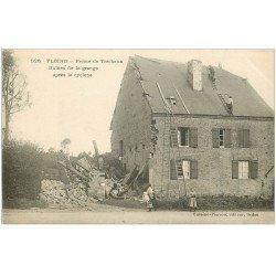 carte postale ancienne 08 FLOING. Couvreurs grange de la Ferme de Tréchaux. Cyclône 1905