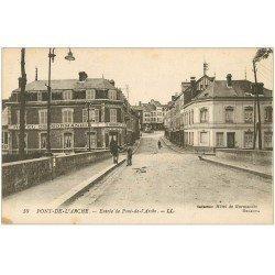carte postale ancienne 27 PONT-DE-L'ARCHE. Hôtel de Normandie et Café à l'Entrée