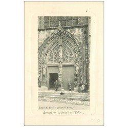 carte postale ancienne 51 AVENAY. Portail de l'Eglise animation