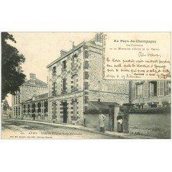 carte postale ancienne 51 AVIZE. Ecole de Filles et Maternelle. Vignobles Montagne et Vertus 1902