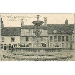 carte postale ancienne 51 FISMES. Fontaine Place Lamotte belle animation 1915