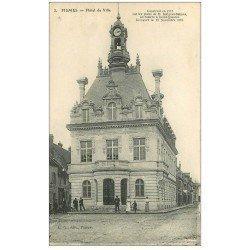 carte postale ancienne 51 FISMES. Hôtel de Ville 1918 animation