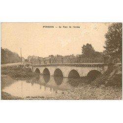 carte postale ancienne 51 FISMES. Le Pont de l'Ardre animation