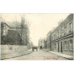 carte postale ancienne 51 RILLY-LA-MONTAGNE. Rue Carnot Hôtel Café de la Gare 1904. Affiche Byrrh