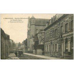 carte postale ancienne 51 SAINTE-MENEHOULD. Eglise et Pensionnat Saint-Charles attelage fiacre