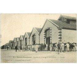 carte postale ancienne 51 SAINTE-MENEHOULD. Le Pansage Quartier de Cavalerie 1907 Chevaux