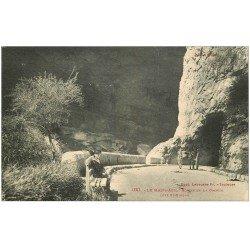 carte postale ancienne 09 LE MAS-D'AZIL. Sortie de la Grotte. Enfant assis et Attelage âne