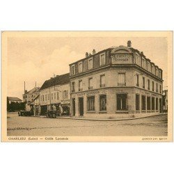 carte postale ancienne 42 CHARLIEU. Banque Crédit Lyonnais et Pompe à Essence ancienne
