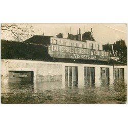 carte postale ancienne 42 LE COTEAU. Carte Photo rare Entreprise Menuiserie Visseyrias inondations de 1907. Club