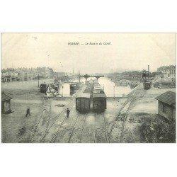 carte postale ancienne 42 ROANNE. Le Bassin du Canal avec Wagons et Péniches 1908