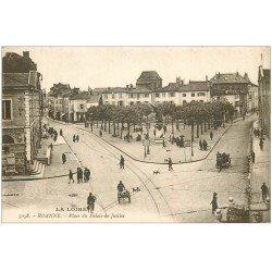 carte postale ancienne 42 ROANNE. Place du Palais de Justice vers 1919