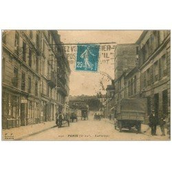 carte postale ancienne 75 PARIS 10. La Rue Alibert 1922. Au fond l'Hôpital Saint-Louis Rue Bichat. Au coin Hôtel le Carillon