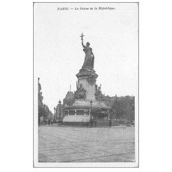 carte postale ancienne 75 PARIS 10. La Statue Place de la République
