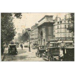 carte postale ancienne 75 PARIS X. Taxis en attente et Bus anciens Boulevard et Porte Saint-Martin 1922
