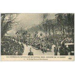 carte postale ancienne PARIS 06. Funérailles du Général Brun Cortège Boulevard Saint-Germain