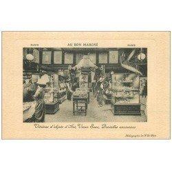 carte postale ancienne PARIS 07. Au Bon Marché. Vitrines objets d'Arts Rue de Sèvres