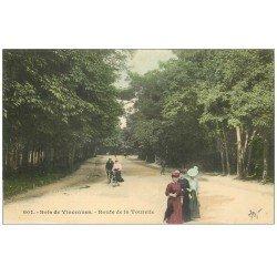 carte postale ancienne PARIS 12. Bois Vincennes. Cyclistes Route de la Tourelle