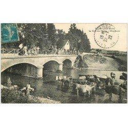 carte postale ancienne 10 CLAIRVAUX. Pont sur l'Aube 1922. Ouvriers, Carosse et Vaches