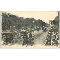 carte postale ancienne PARIS 16. Avenue du Bois de Boulogne Fiacres et Taxis 1918