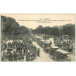 carte postale ancienne PARIS 16. Avenue du Bois de Boulogne nombreux Taxis
