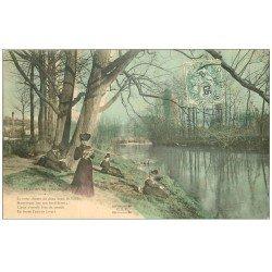 carte postale ancienne PARIS 16. Bois de Boulogne. Femme en lecture. Plaisirs du Dimanche 1906