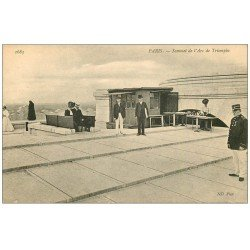 carte postale ancienne PARIS 17. Arc de Triomphe. Au Sommet