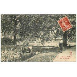 carte postale ancienne PARIS 17. Ecolière Square des Batignolles 1909