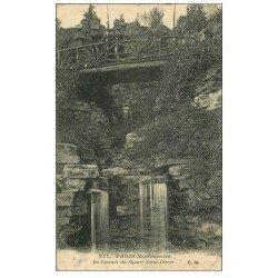 carte postale ancienne PARIS 18. Cascade du Square Saint-pierre Femmes sur petit Pont 1922
