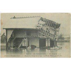 carte postale ancienne 10 TROYES. Chemin des Champs de la Loge. Inondations de 1910