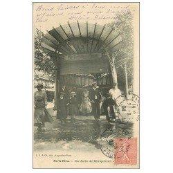 carte postale ancienne PARIS. Le Métropolitain. Une Sortie ou Bouche 1904