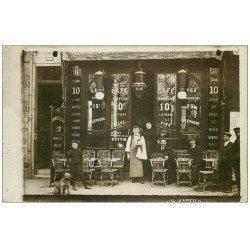 carte postale ancienne Superbe Carte Photo PARIS 13. Café Fernand et Hôtel de Bourgogne 15 Rue Godefroy avec Chien