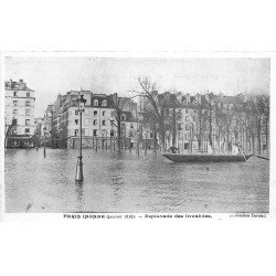 carte postale ancienne INONDATION DE PARIS 1910. Esplanade Invalides. Collection Taride