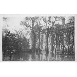 carte postale ancienne INONDATION DE PARIS 1910. Le Grand Palais. Edition Rose.